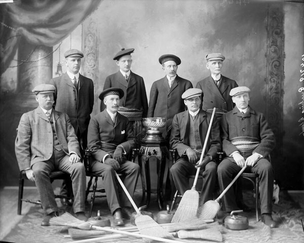 Un groupe du Champion Curling Club, Ottawa, 1908