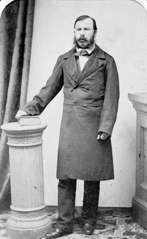 Photo : Joseph-Édouard Cauchon