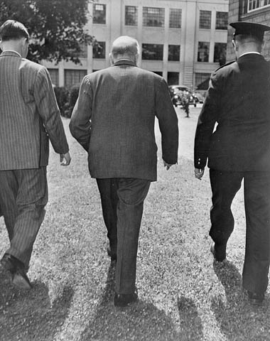 Mackenzie King leaving the National Liberal convention, August 7, 1948