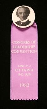 Macaron avec ruban du congrès à la direction du Parti progressiste-conservateur de 1983 montrant une image de sirJohnA.Macdonald