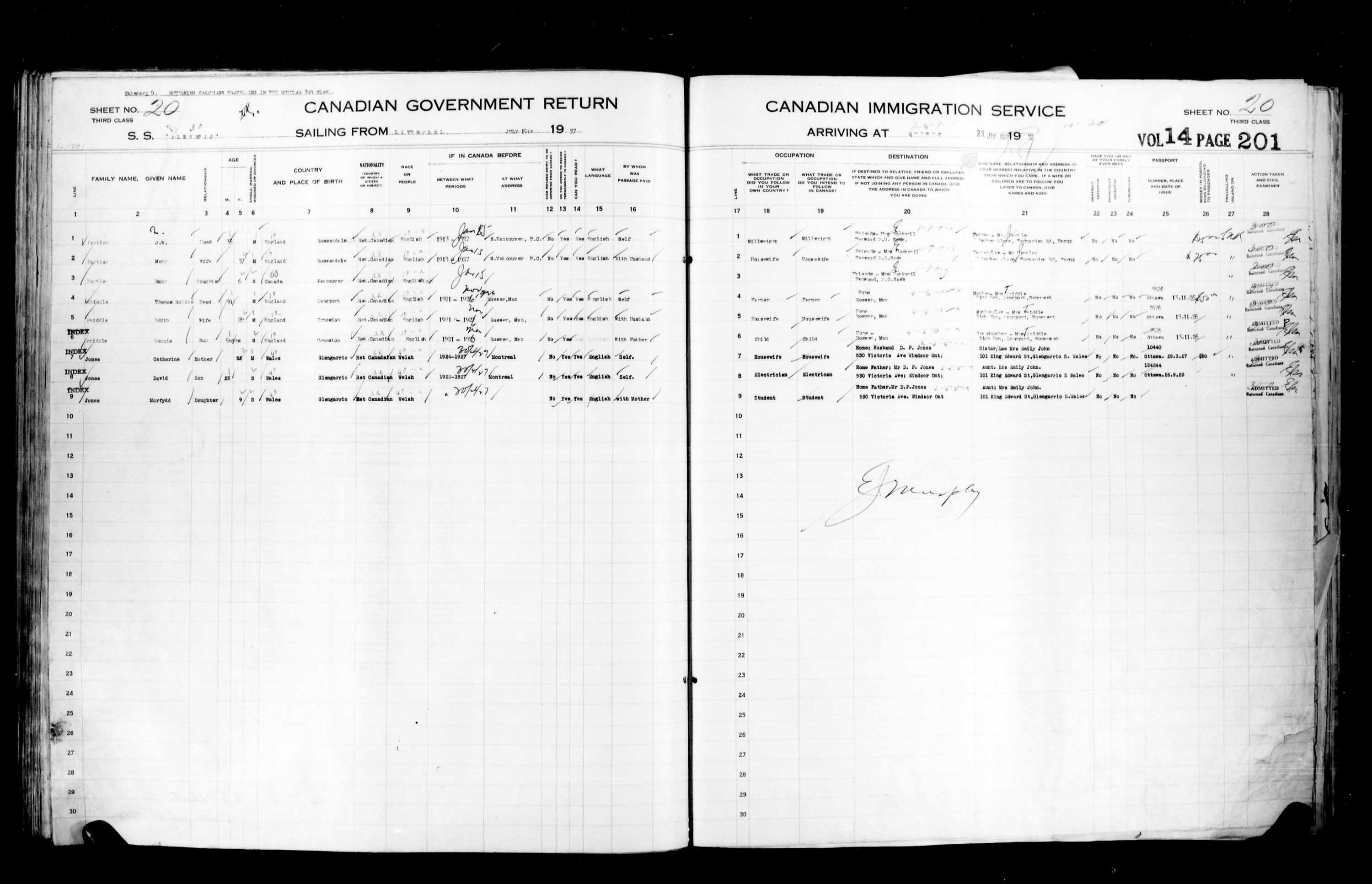 Title: Passenger Lists: Quebec City (1925-1935) - Mikan Number: 134839 - Microform: t-14735