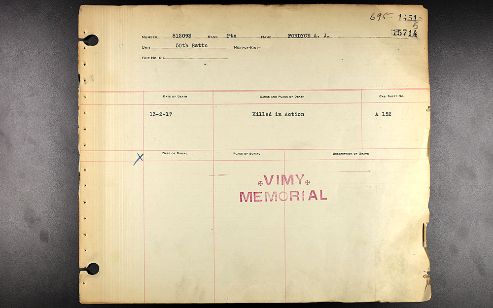 Titre: Registres de sépultures de guerre du Commonwealth, Première Guerre mondiale - N° d'enregistrement Mikan: 46246 - Microforme: 31830_B034751